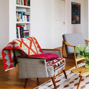 Двухэтажная квартира с жёлтой лестницей и садом на балконе  — Квартира недели на The Village