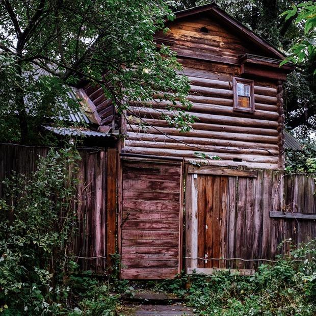 Я работаю в доме с мезонином под самым старым в городе дубом — Где ты работаешь на The Village