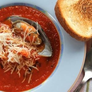 Томатный суп с морепродуктами — Рецепты читателей на The Village