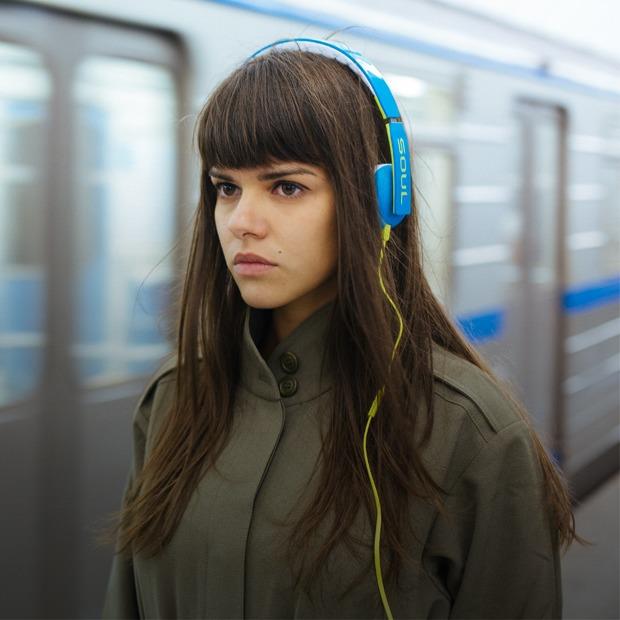 8 пар наушников:  Тест-драйв в метро — Эксперимент на Look At Me