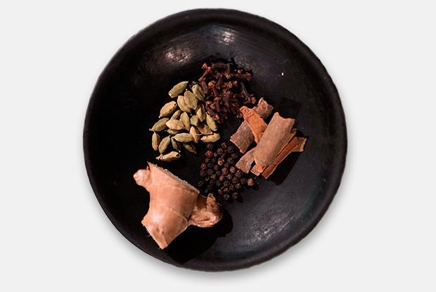 Как приготовить горячую масалу, которая согреет зимой — Рецепты шефов на The Village