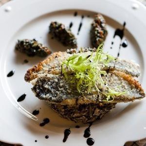 Рецепты шефов: Филе плотвы с хрустящей корочкой — Рецепты шефов на The Village