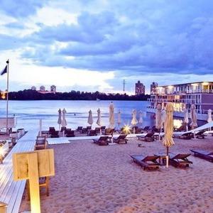 Место под солнцем: 5 пляжей при ресторанах