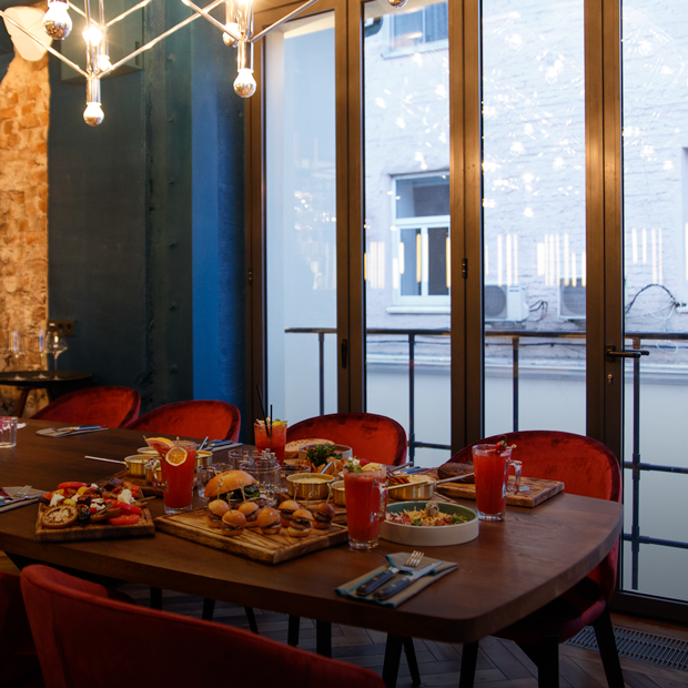 800 Contemporary Steak в Большом Патриаршем — Место на The Village