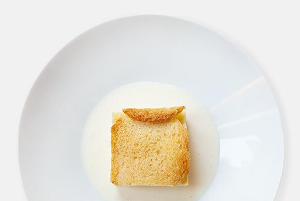 Английский «Хлебный пудинг» с заварным кремом — Рецепты шефов на The Village