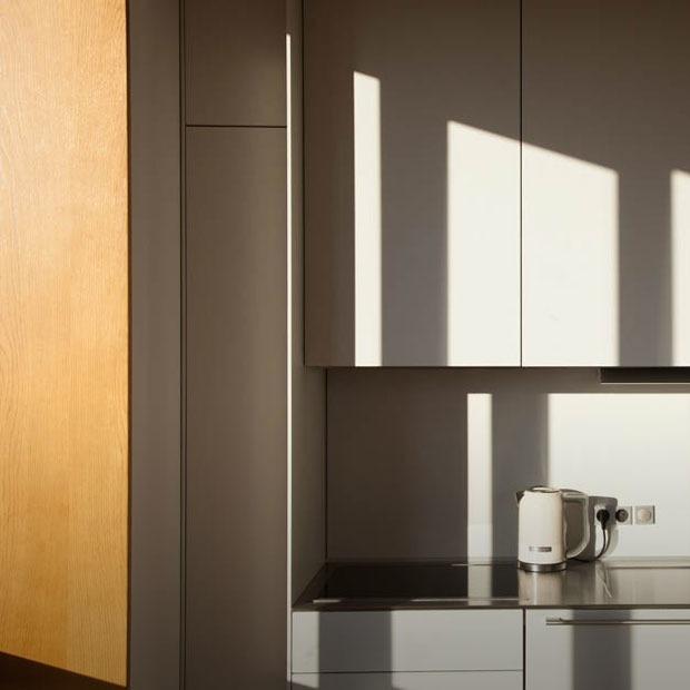 Светлая квартира-галерея с мебелью в духе 60-х (Екатеринбург) — Квартира недели на The Village