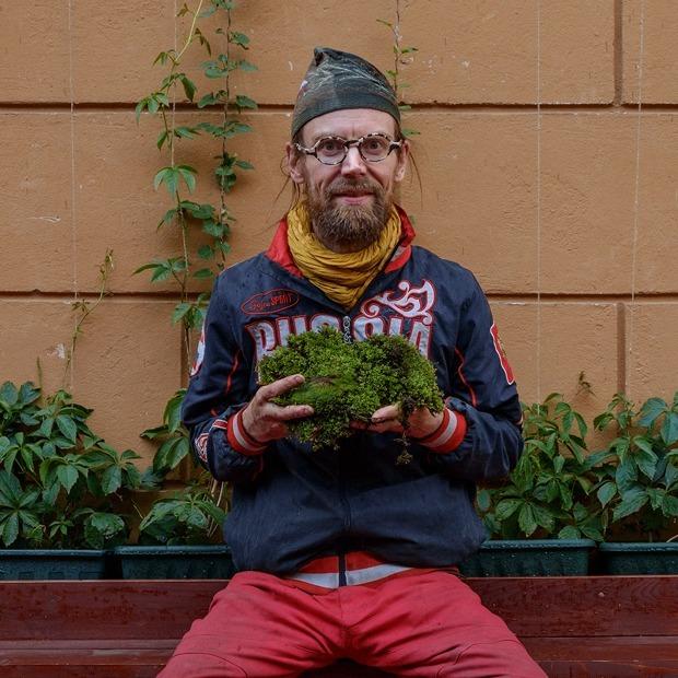 «Хочу покрыть мхом весь Петербург»: Финский художник — о своих инсталляциях из городского мха — Индустрия на The Village