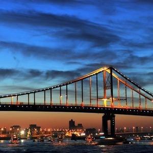 В Киеве подсветят пешеходный мост через Днепр — Ситуация на The Village
