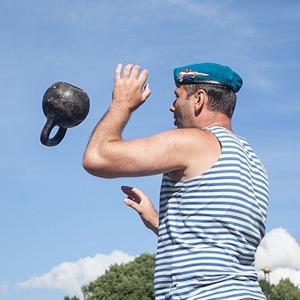 Фоторепортаж: День Воздушно-десантных войск в Петербурге — Люди в городе на The Village