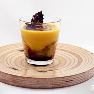 Рецепты шефов: Суп-пюре из тыквы с бальзамическим кремом — Рецепты шефов на The Village