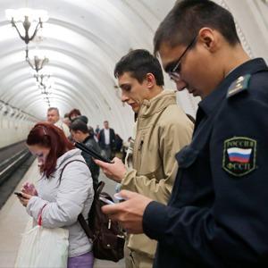 «Синдром постоянного нахождения онлайн»: Как смартфон и планшет поменяли жизнь горожан — Интервью на The Village