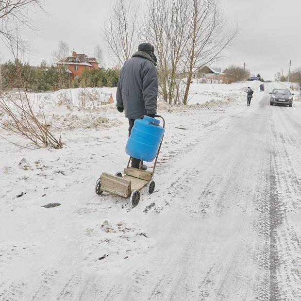 «Прожили 400 лет без воды — значит, еще проживем»: Жители деревни Пыхтино — об отделении от Москвы — На месте на The Village