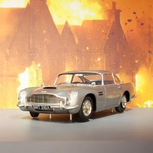 Что посмотреть на выставке «Дизайн 007: 50 лет стилю Джеймса Бонда» — Галереи на The Village
