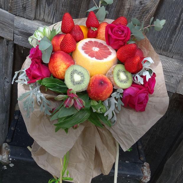 Букет из фруктов на свадьбу