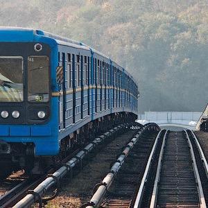 В киевском метро заговорили по-английски. Станции объявляет преподаватель — Евро-2012 на The Village