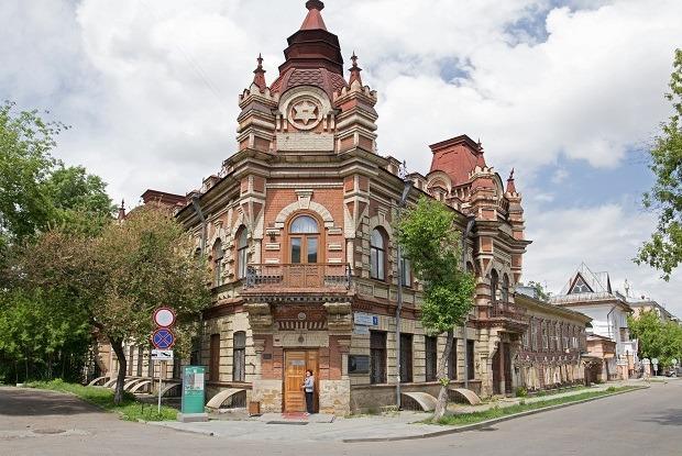 «Я живу в доме-памятнике купца Файнберга в Иркутске» — Где ты живёшь на The Village