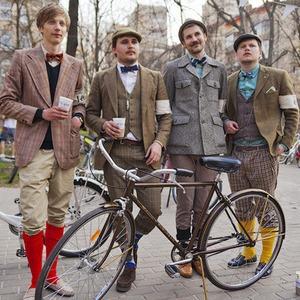 С твидом на город: Участники первого «Ретрокруиза» — о своей одежде и велосипедах — Люди в городе на The Village