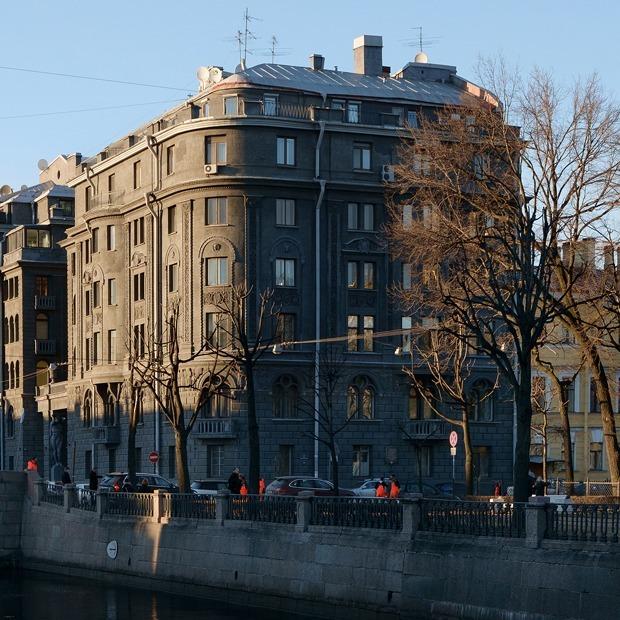 «Я живу в доме ультрамаринового короля» (Петербург)