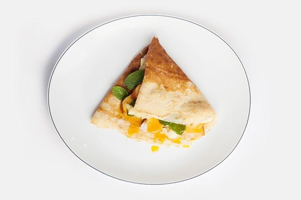 Три небанальных завтрака с блинами — Рецепты шефов на The Village