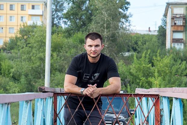 Павел Зацепин — о Верхней Набережной, тренировках на износ и двух чизкейках — Любимое место на The Village