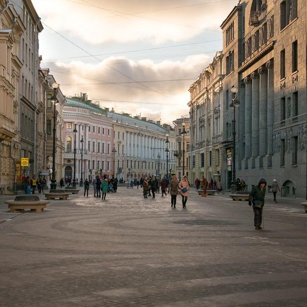 Гранитная урбанистика: Как выглядят новые пешеходные зоны Петербурга — Фоторепортаж на The Village