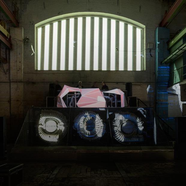 Заводы стоят: Как в Петербурге проводят рейвы в промышленных зданиях