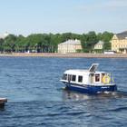 В Петербурге начали курсировать аквабусы