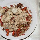 Китайский кролик с овощами и арахисом