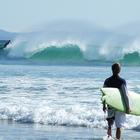 Серфинг для начинающих: краткий обзор серф спотов