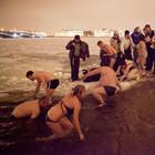 Фоторепортаж: Крещенское купание в Петербурге