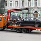 Эвакуаторы вывозят машины с главных улиц Москвы