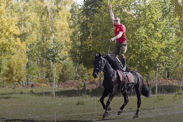 Спортсмены с двумя сердцами: Где учат джигитовке в Иркутске