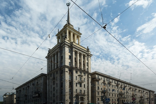 Я живу в доме со шпилем у парка Победы (Петербург)