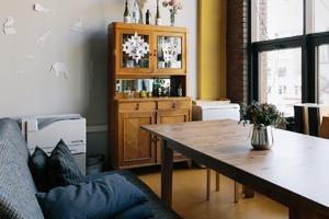 Офис дизайн-бюро «Щука» с усами на стенах