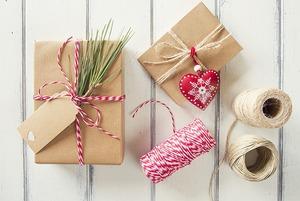 В последний момент: Где искать новогодний наряд, подарки и праздничный декор