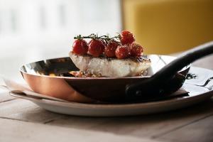 Меню Shake Shack, роллы с местной рыбой в «Свои люди», кафе Ламберти в Aizel