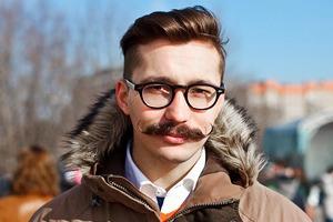 Люди в городе: Участники фестиваля усов