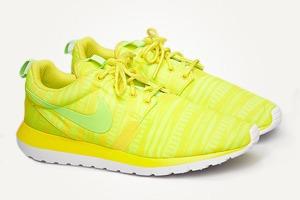 Туфли Acne, футболка Raf Simons, кроссовки Nike