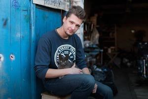 Молодые рабочие — о Путине, артхаусе и вечеринках в «ЭМА»