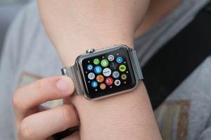 Операторы — о перспективах разговоров по Apple Watch