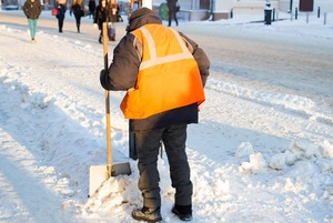 «Чисто там, где чистят»: Зачем жители Екатеринбурга убирают улицы за свой счет