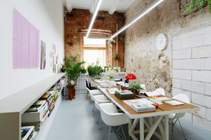 Офис архитектурного бюро Crosby Studios площадью 25 квадратных метров