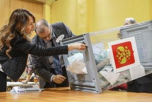 Концерты, автобусы, «бронза» Собчак и 300 нарушений: Как голосовали в Петербурге