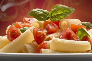 Скатерть-самобранка: Вредно ли есть готовую еду из супермаркета