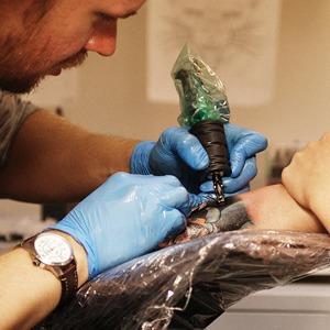 Как оставить офисную работу и открыть тату-студию