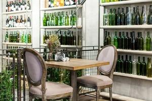 7 баров, кафе, ресторанов и один продуктовый магазин, открывшиеся в октябре