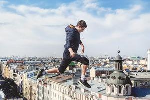 Руфер Алексей Денисов — о том, куда сложнее забраться: на крышу «Зенит-Арены» или Эрмитажа