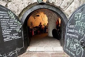 Семейная кофейня «БольшеКофе!» открылась в гроте Александровского парка