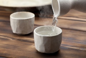 Игристый рис: Что такое саке и с чем его пьют