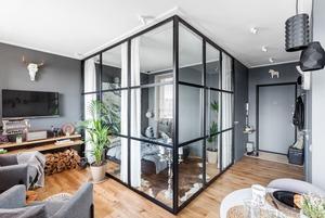 Брутальная студия со стеклянной спальней в районе Таганки
